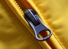 cerniera zip gialla per giubbotto